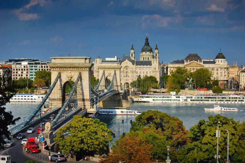 La passerelle à chaînes célèbre à Budapest photos stock
