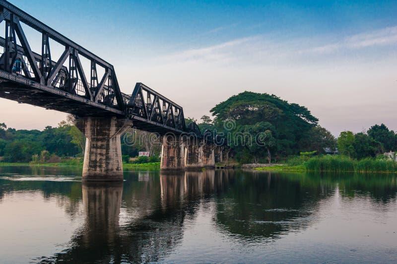 La passerelle du kwai de fleuve images libres de droits