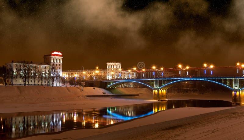 La passerelle par le fleuve Zapadnaya Dvina photo libre de droits