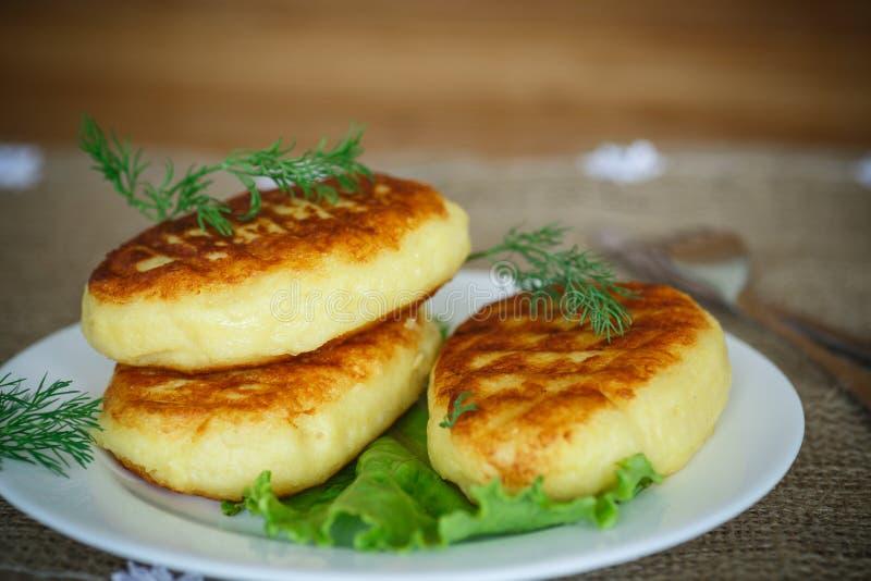 La patata agglutina con carne fotografia stock