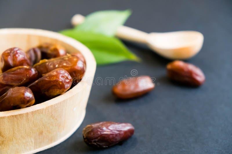 La paume de datte sèche de bonbon à plan rapproché porte des fruits ou kurma, nourriture ramazan de Ramadan Lumière normale Foyer image stock