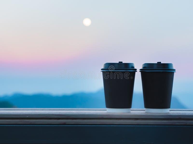 La pause-café et détendent le concept de la vue du plastique deux noir images stock