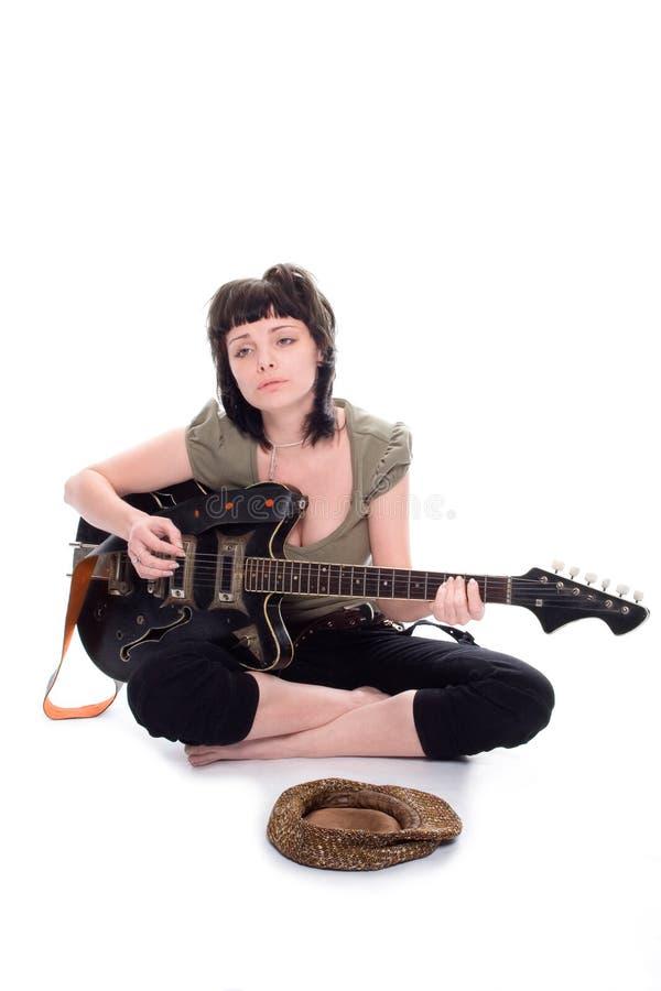 La pauvre fille le musicien photo stock