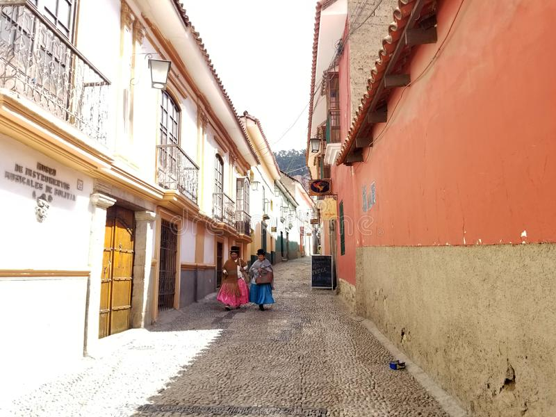 LA PAZ, BOLIVIË, DEC 2018: La Paz, de straten van Bolivië in stadscentrum royalty-vrije stock afbeeldingen