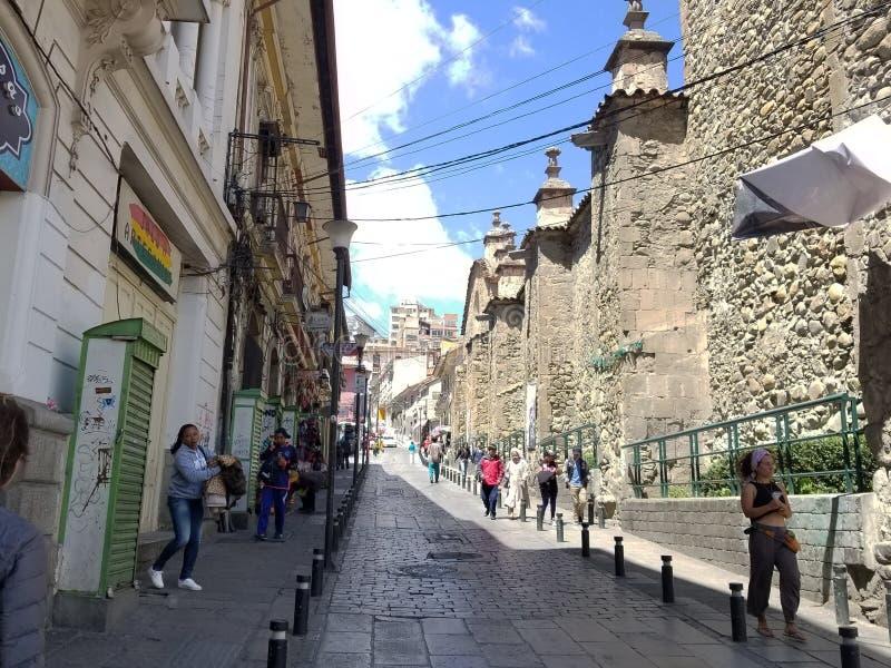 LA PAZ, BOLIVIË, DEC 2018: La Paz, de straten van Bolivië in stadscentrum royalty-vrije stock foto's