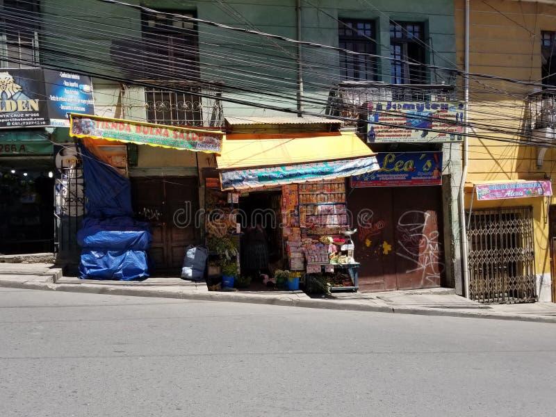 LA PAZ, BOLIVIË, DEC 2018: La Paz, de straten van Bolivië in stadscentrum royalty-vrije stock fotografie