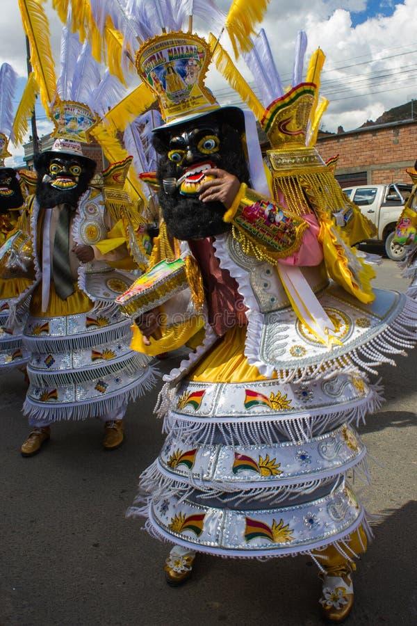 La Paz Bolivia de Mallasa - 2 février 2014 : Danseurs masculins dans le tradi photos stock
