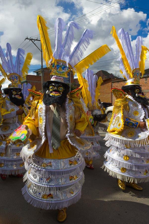 La Paz Bolivia de Mallasa - 2 février 2014 : Danseurs masculins dans le tradi images stock