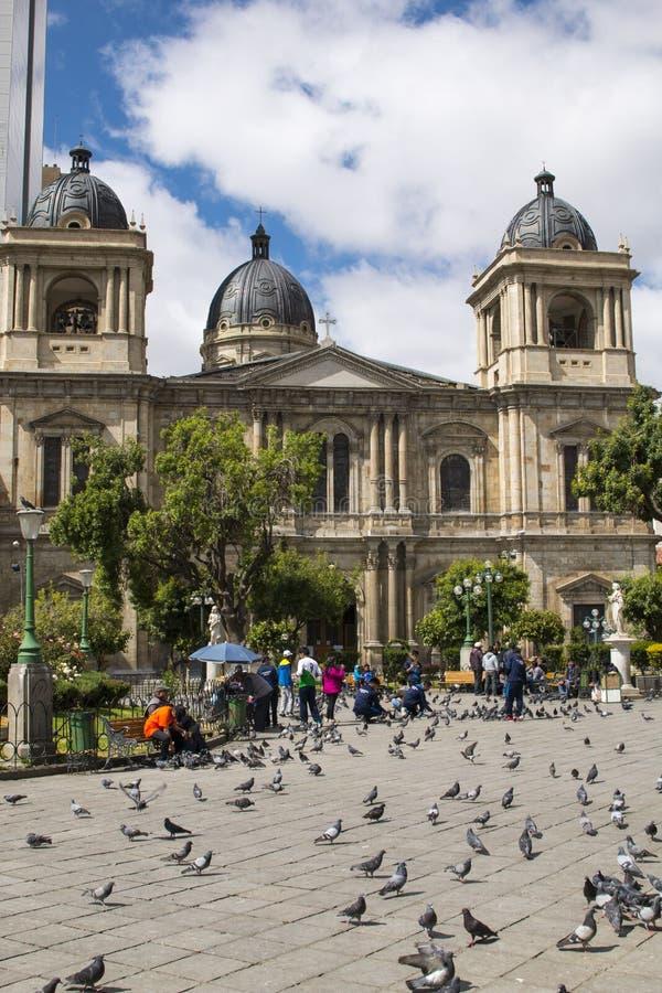 LA PAZ, BOLIVIA, DICIEMBRE DE 2018: Plaza Murillo en centro de ciudad de La Paz, Bolivia fotografía de archivo