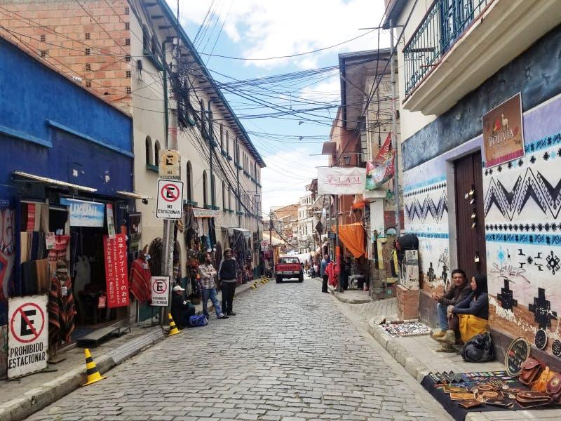 LA PAZ, BOLIVIEN, IM DEZEMBER 2018: Straßen La Paz, Bolivien im Stadtzentrum lizenzfreies stockfoto