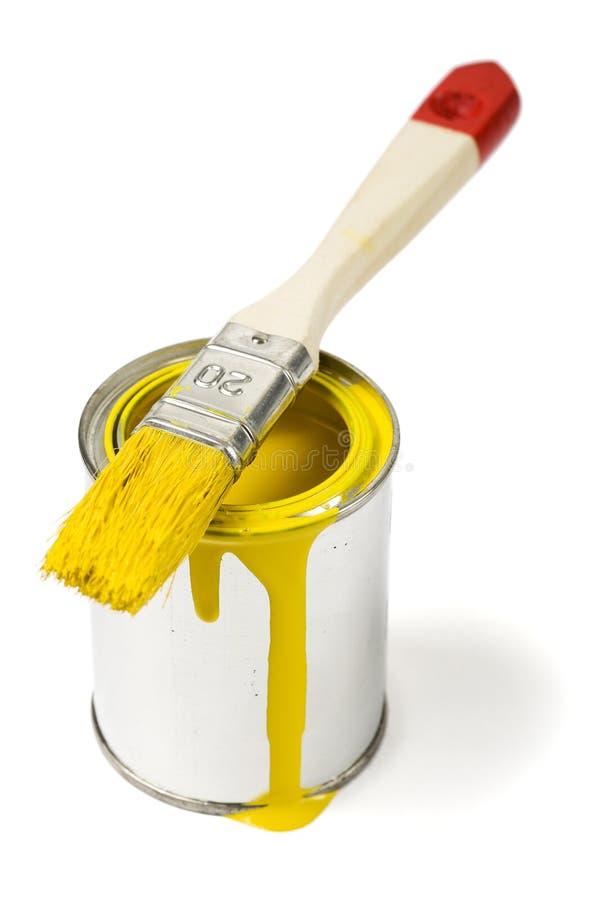 La peinture jaune peut et pinceau