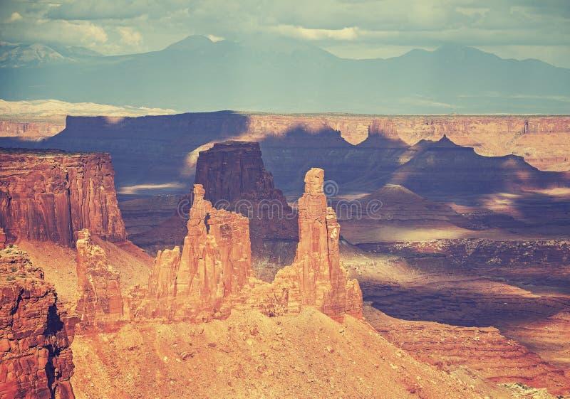La película vieja del vintage estilizó formaciones de roca en Canyonlands Nationa fotos de archivo