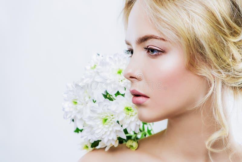 La pelle gradisce un fiore immagini stock