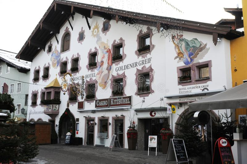 La pena de Goldenen del casino en la ciudad de los hel del ¼ de Kitzbà está en un galán fotos de archivo libres de regalías