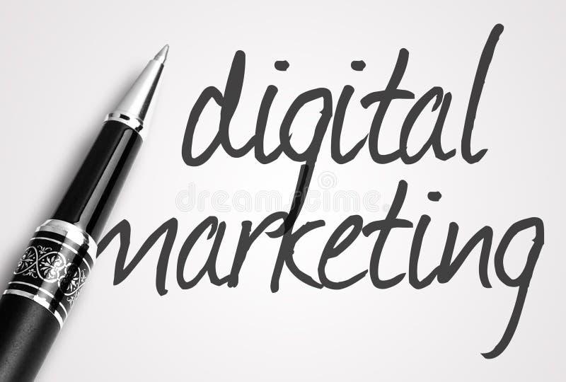 La penna scrive l'introduzione sul mercato digitale su carta fotografia stock libera da diritti