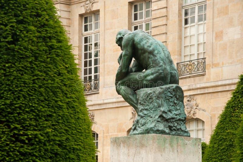 La pensée dans le musée de Rodin à Paris image stock
