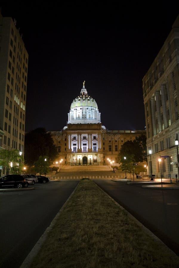 La Pensilvania Campidoglio che costruisce alla notte fotografie stock libere da diritti