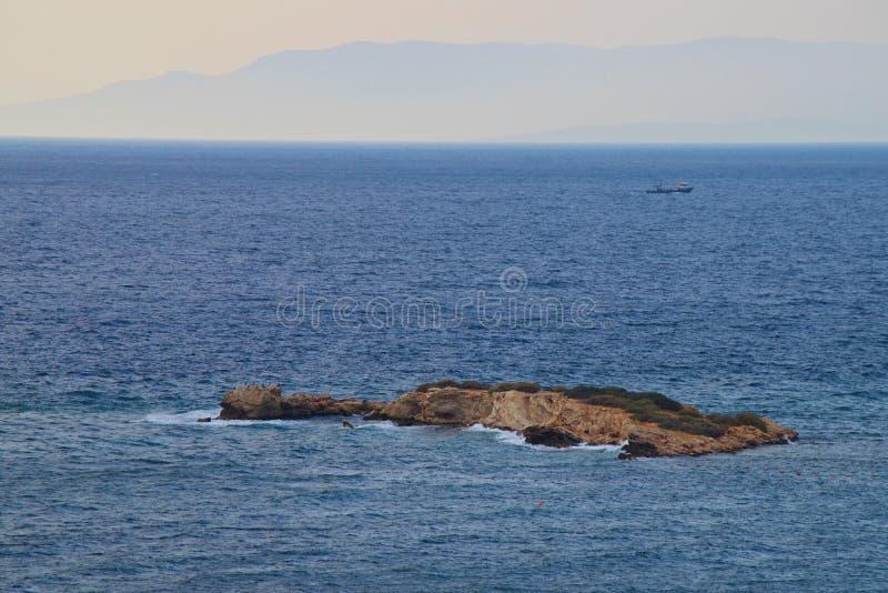 La pequeña isla exótica fotografía de archivo libre de regalías