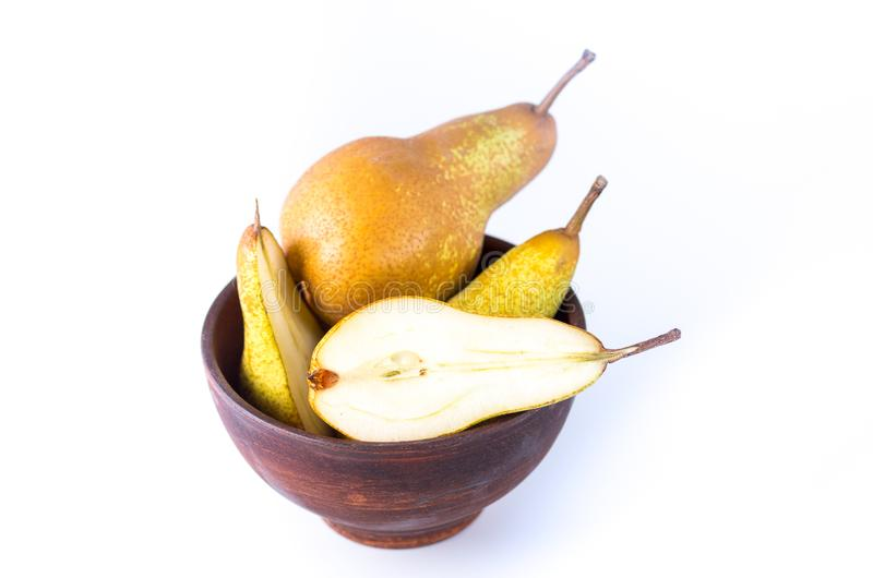 La pera cortó en dos porciones Fruta cortada fotografía de archivo libre de regalías