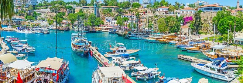 Download La perla de Antalya foto editorial. Imagen de kale, galleon - 100531051