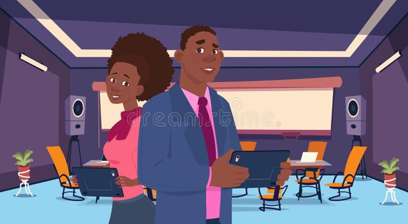 La persona del negocio de dos africanos retrocede la comunicación de la charla, empresarios que discuten el plano social de la re stock de ilustración