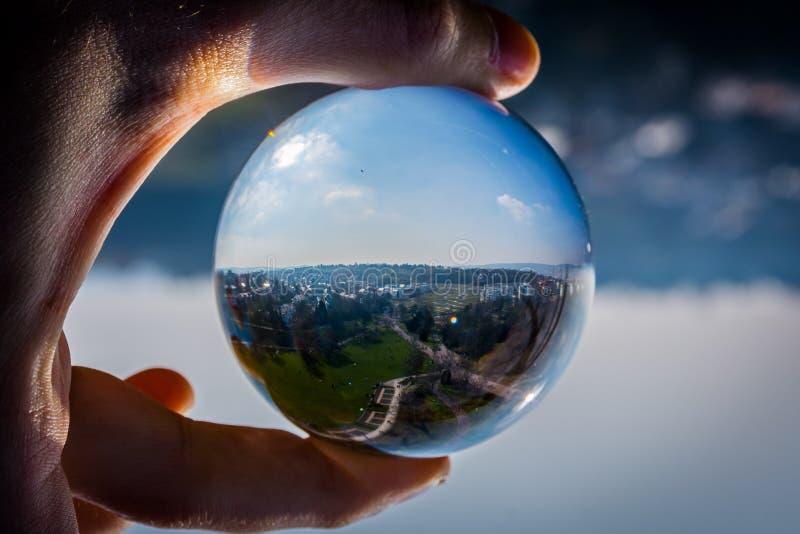 La perspectiva de cristal de la esfera al aire libre parquea Killesberg Stuttgart Alemania imagenes de archivo