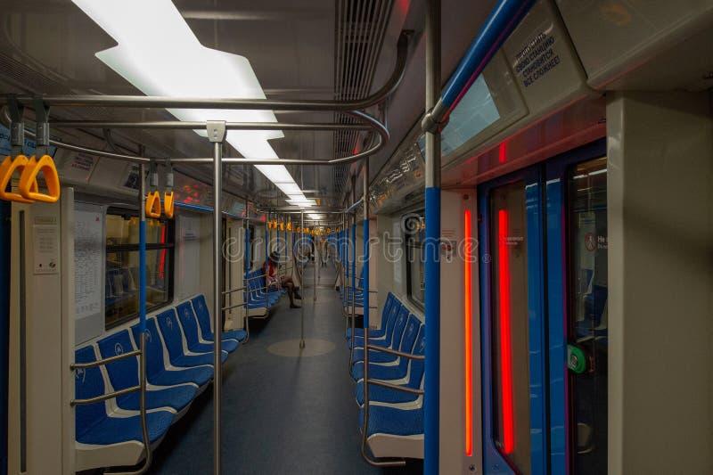 La perspectiva del carro del metro de Moscú imagenes de archivo