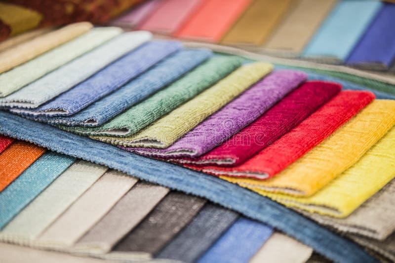 La perspective de la palette des tissus Échantillons colorés de tissu de tapisserie d'ameublement images libres de droits