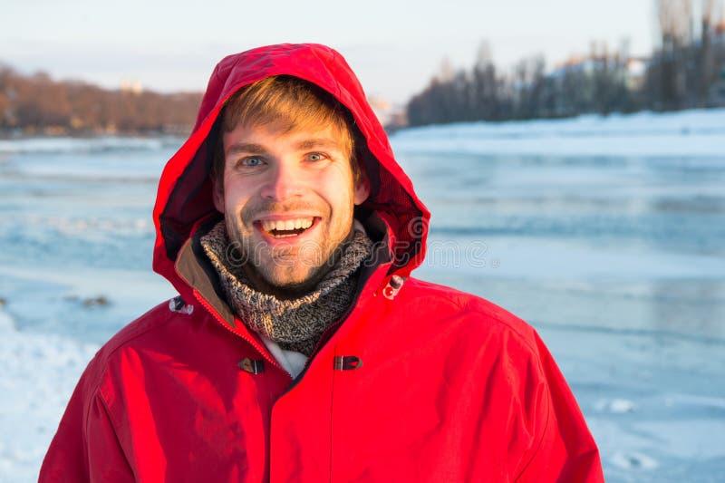 La pesca del hielo es tradición invernal Fondo de hielo sólido transparente para el hombre Exploración de regiones polares Invier fotos de archivo libres de regalías