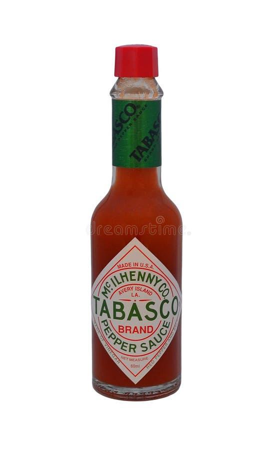 La petite bouteille avec de la sauce à piment Tabasco a isolé photos stock