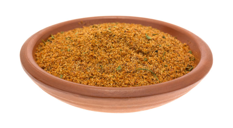 La petite cuvette a rempli d'ingrédients secs de marinade de poivre de chipotle photo stock