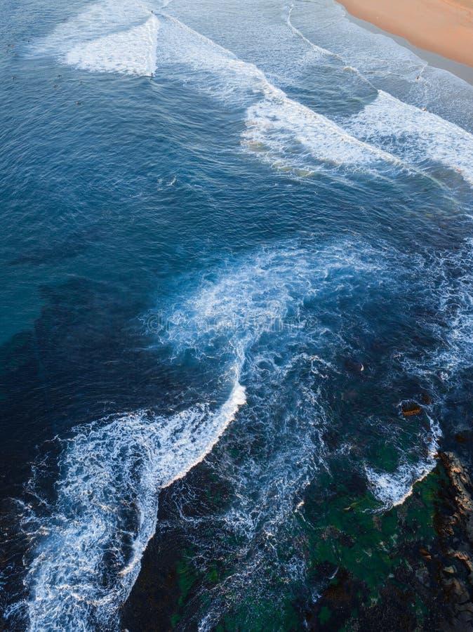 La petite eau de vague images stock