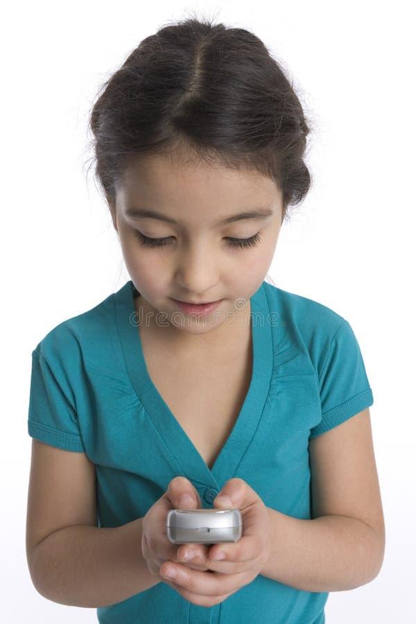 La petite fille affiche un message avec texte images stock