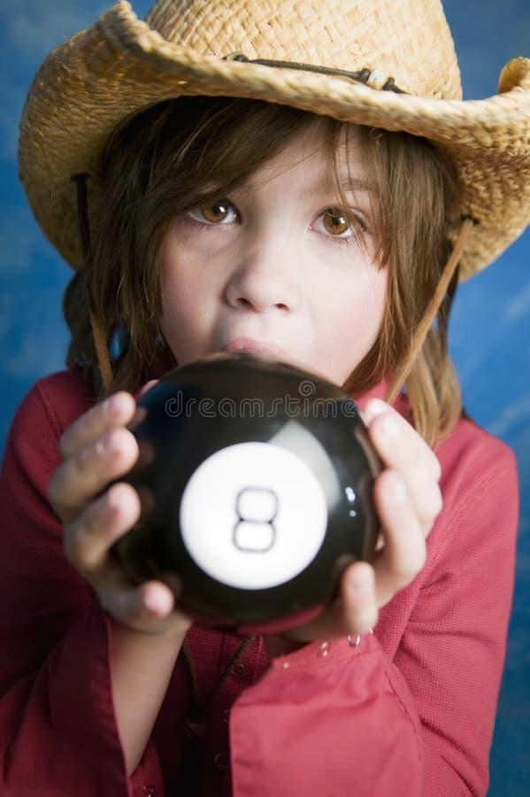 La petite fille apprend son contrat à terme image libre de droits