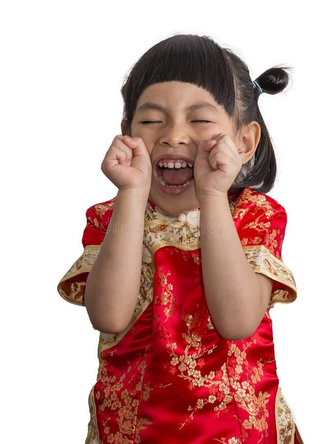 La petite fille asiatique heureuse célèbrent la robe de Chinois photos libres de droits