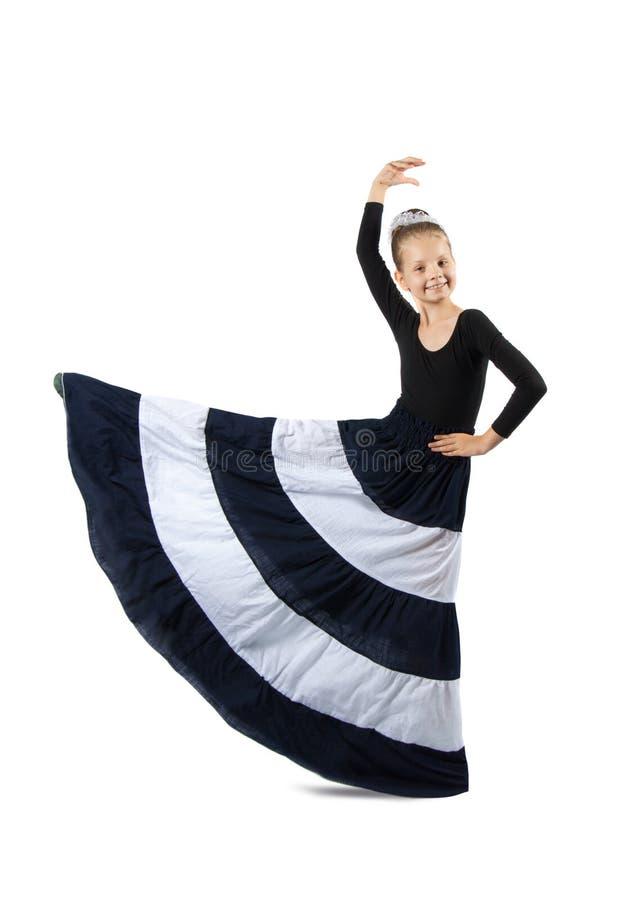 La petite fille danse photos libres de droits