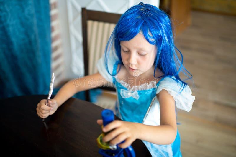 La petite fille de sirène image libre de droits