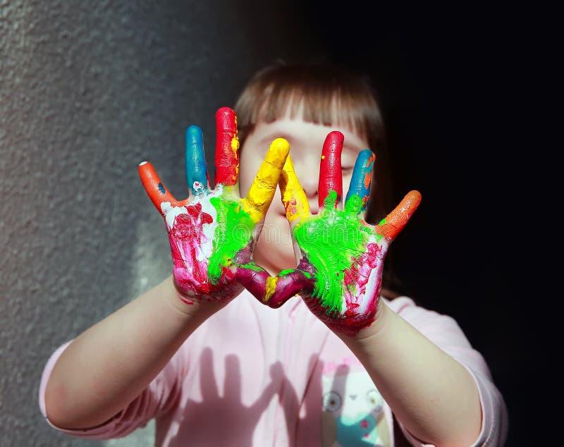 La petite fille ont l'amusement photo libre de droits