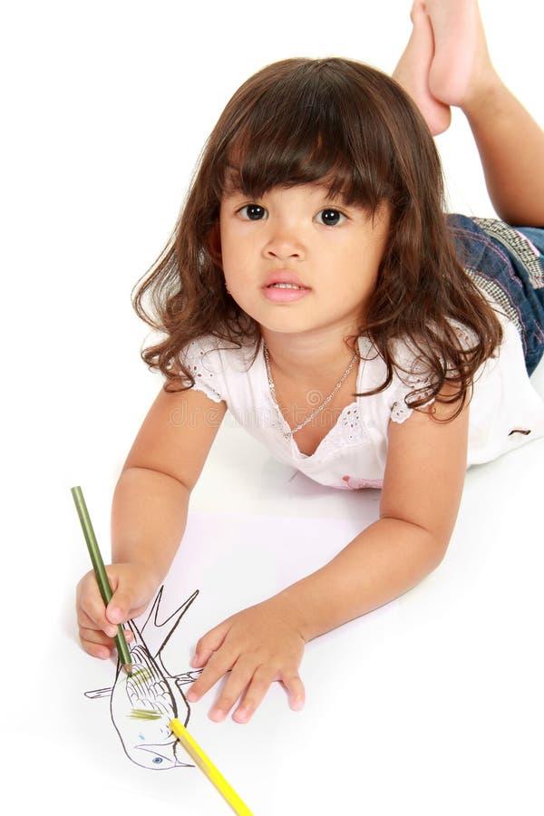 La petite jolie fille dessine et coloration photo libre de droits