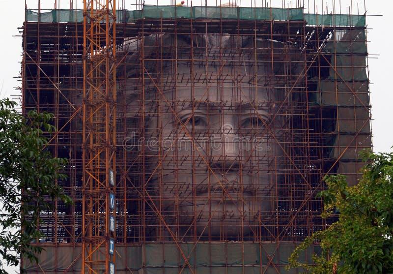 La phase finale de la construction de la statue géante de la jeunesse Mao Zedong en île orange à Tchang-cha photos stock