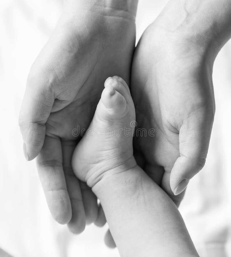 La photo a été prise de nouveau-né à l'obstétrique et gynécologie image libre de droits