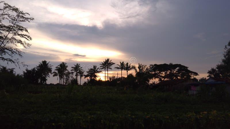 La photo de coucher du soleil cliquent sur sur égaliser le temps photographie stock libre de droits