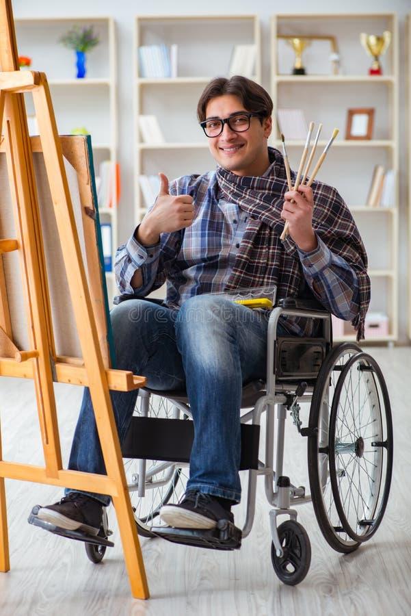 La photo handicapée de peinture d'artiste dans le studio photographie stock libre de droits