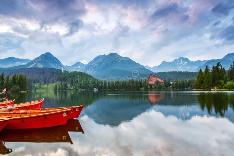 La photo saisit la vue des bateaux de observation d'une personne photographie stock libre de droits