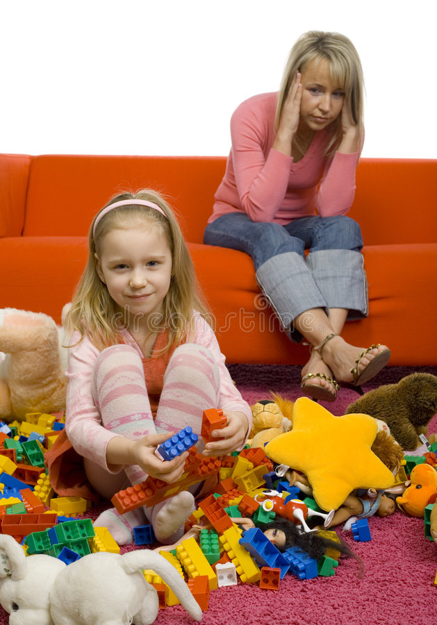 La pièce d'enfants désordonnée photo stock