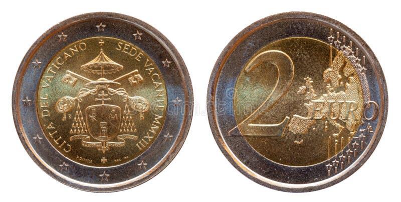 La pièce de monnaie commémorative de l'euro deux de Vatican 2 a monnayé 2013 d'isolement sur le fond blanc photo libre de droits