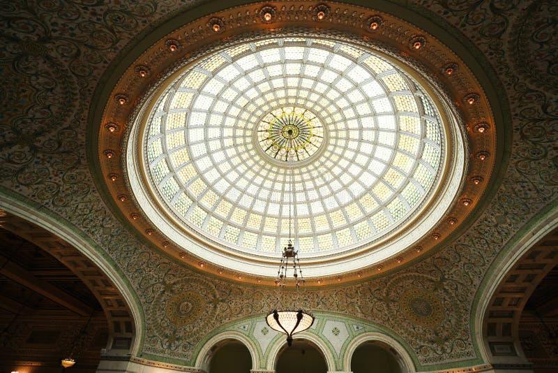 La più grande cupola di vetro di Tiffany del mondo a Preston Bradley Hall nel centro culturale di Chicago fotografie stock