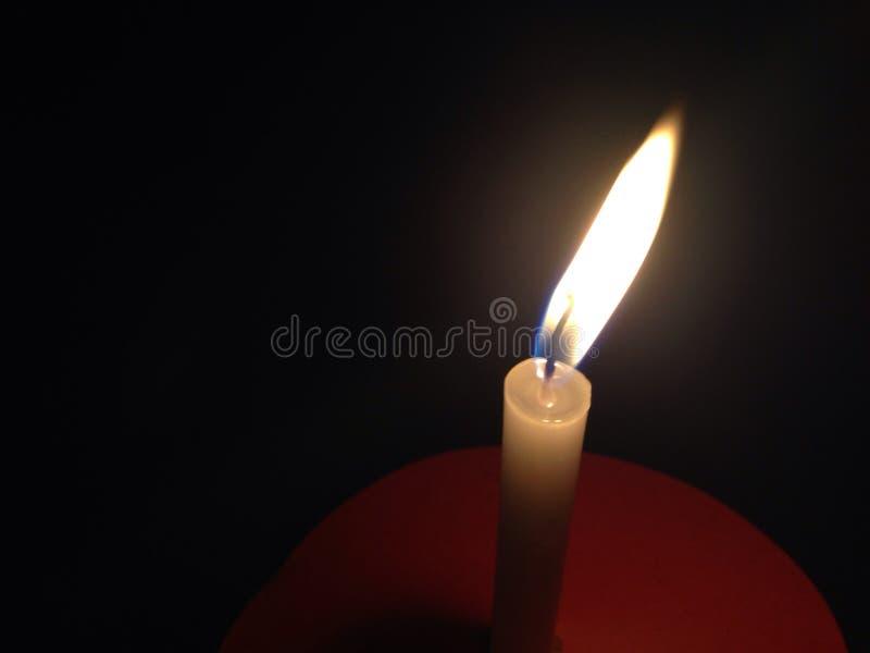 La piccola candela su carta immagini stock libere da diritti