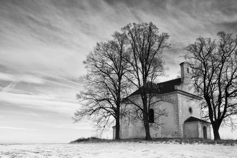 La piccola chiesa di rovine immagine stock libera da diritti
