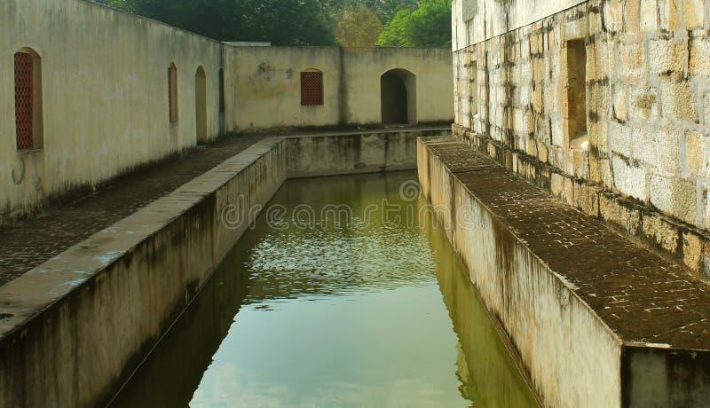 La piccola fossa della fortificazione di manora con le finestre del corridoio immagine stock